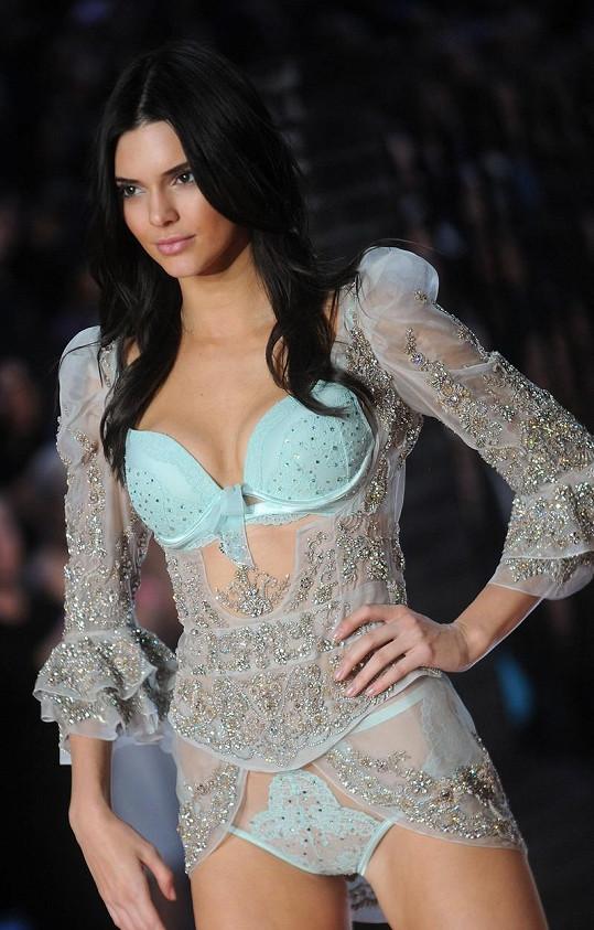 Kendall Jenner vypadala na přehlídce božsky.