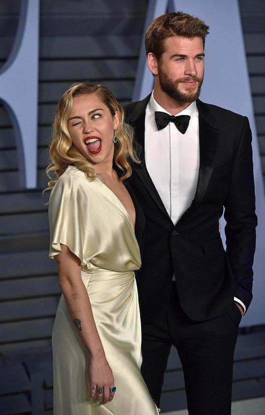 Miley Cyrus a Liam Hemsworth se po 7 měsících manželství rozešli.