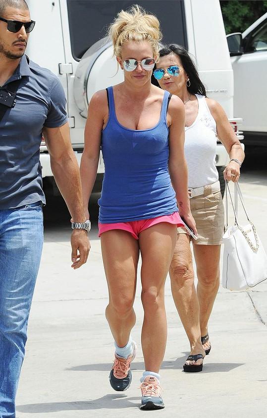 Britney Spears má nohy samý sval.