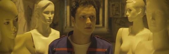 Voxel ve svém nejnovějším klipu Hitmaker.