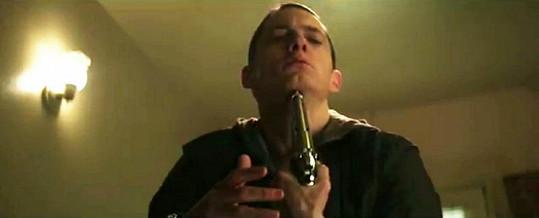 Eminem ve videoklipu plném násilí.