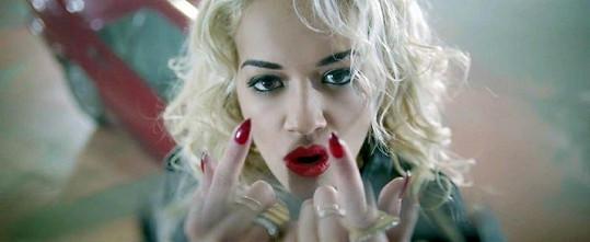 Rita Ora ve videoklipu.