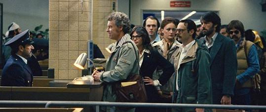 Ben Affleck a šestice Američanů, které se snaží dostat z Íránu.