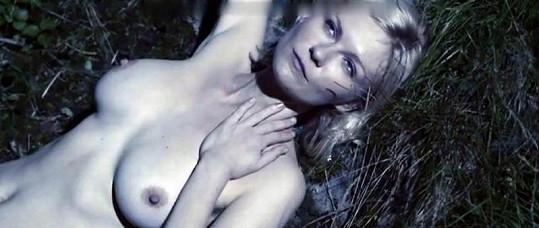 Americká herečka Kirsten Dunst ve filmu Melancholia.
