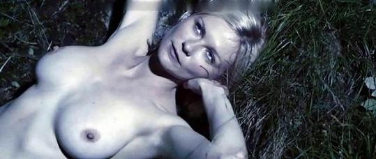 Překrásná Kirsten Dunst ve filmu Melancholia.