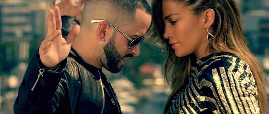 Jennifer Lopez v klipu Follow The Leader.