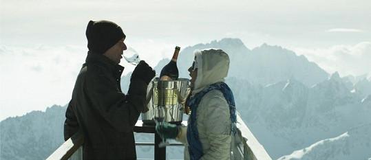 Vladyka práskl, že se během natáčení nepilo pravé šampaňské, ale pouze minerálka.