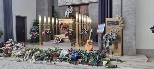 Rozloučení s legendárním muzikantem ve velké síni strašnického krematoria
