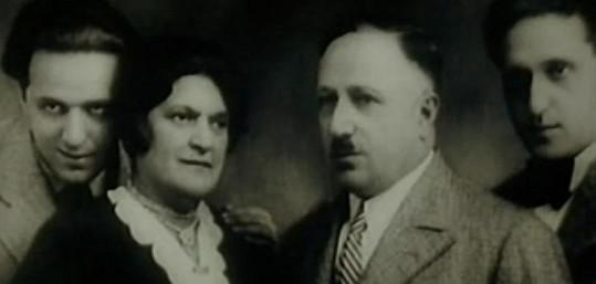 Hugo Haas s bratrem Pavlem a rodiči. Otec a bratr zahynuli v plynové komoře.