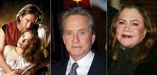 Hvězdy filmu Honba za diamantem Kathleen Turner a Michael Douglas v době natáčení a dnes.