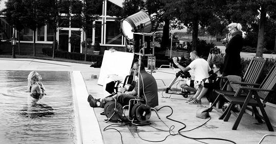 Zpěvačka opět natáčela se svým oblíbeným týmem filmařů.