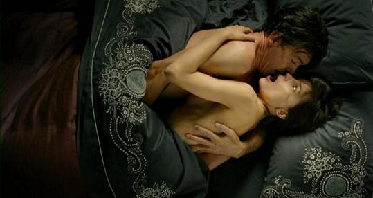 Odvážná postelová scéna Antonia Banderase.