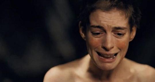 Anne Hathaway přišla o své dlouhé vlasy i ve skutečnosti.