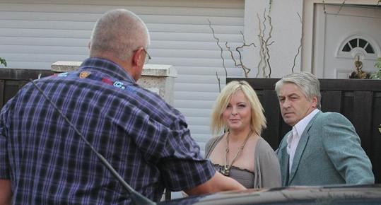 Iveta Bartošová měla z bodyguarda radost.