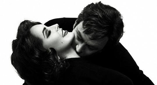 Oficiální snímek k filmu v podání Lindsay Lohan a Granta Bowlera.