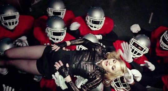 Madonna vždy a všude v obležení.