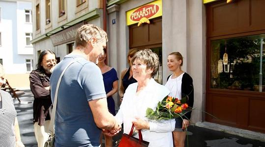 Zdena Hadrbolcová měla z přání Tomáše Valíka i ostatních velkou radost.