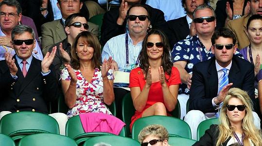 Carole s dcerou Pippou a jejím přítelem Alexem na Wimbledonu.