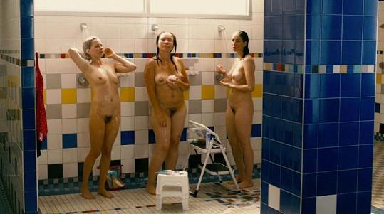 Michelle Williams, Sarah Silverman a Jennifer Podemski ve filmu Take This Waltz.