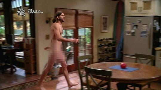 Ashton Kutcher se po domě procházel jen v rouše Adamově.
