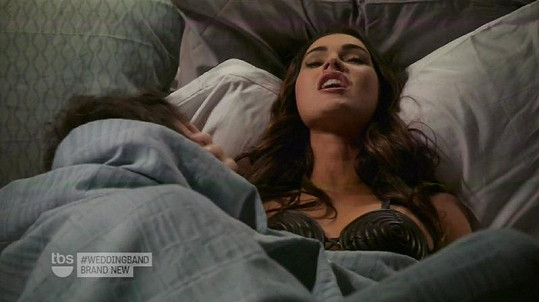 Megan Fox se chvílemi odvázala a při postelových hrátkách vypadala poměrně věrohodně.