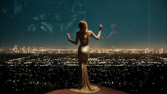 Spot, který natočil Nicolas Winding Refn, bude mít premiéru na filmovém festivalu v Benátkách.