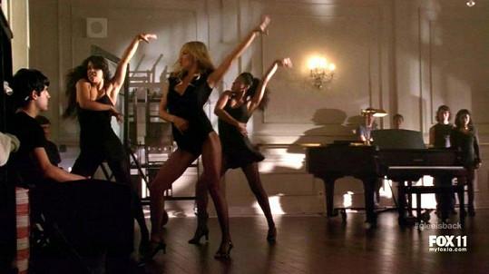 Kate Hudson v seriálu Glee jako učitelka tance.