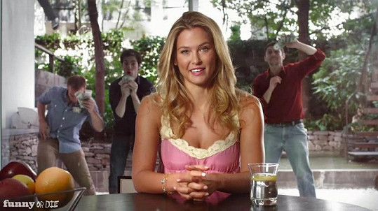 Bar vtipně reagovala na pomluvy o tom, že natočila domácí porno.
