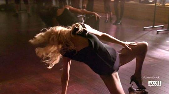 Kate předvádí odvážné taneční kreace.