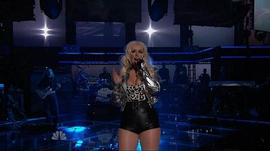 Christina Aguilera ve skutečnosti není příliš ve formě.
