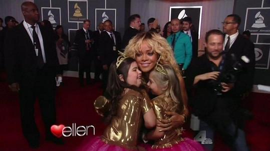 Roztomilé sestřenice na Grammy s Rihannou.