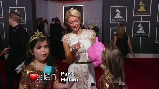 Na Paris Hilton se Sophia moc netvářila.