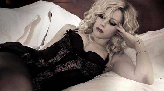Kdo by hledal podobu mezi Bárou Zemanovou a Avril Lavigne, asi by pohořel.