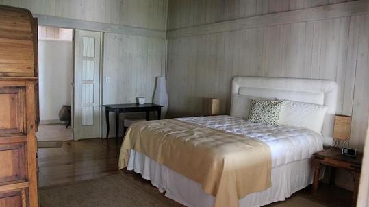 Ložnice ve vile.