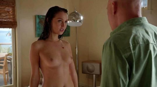 Camilla v sérii Californication s Davidem Duchovnym.