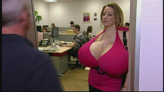 Tato prsa pořád ještě rostou...