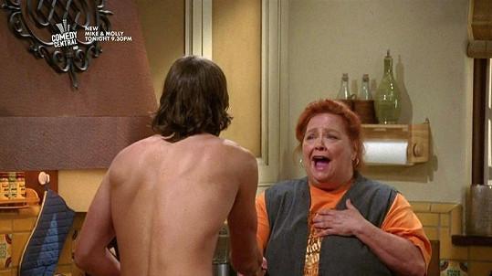 Nahý Ashton Kutcher šokoval uklízečku Bertu.