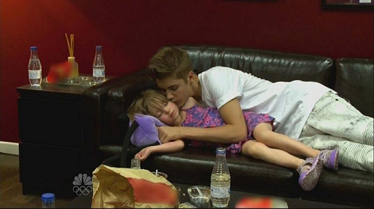 Ze záběrů dokumentárního filmu je zřejmé, že je Justin bratrem, jak se patří.