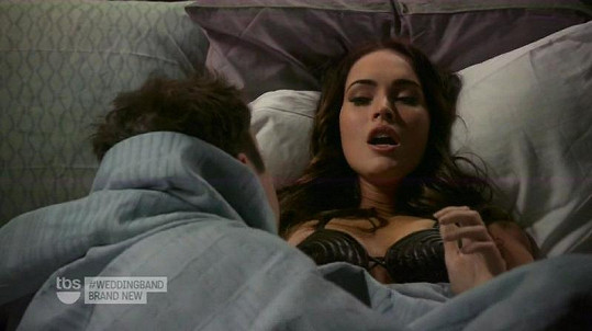 Brian Austin Green se svou krásnou manželkou Megan Fox při sexy scéně.