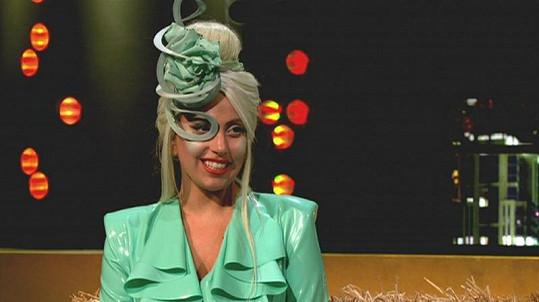 Gaga v zelené.