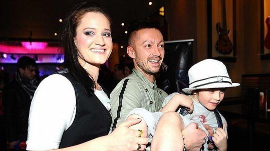 Natálie Kocábová se synem Vincentem a stylista Dušan Chrástek na Barrandov TV párty