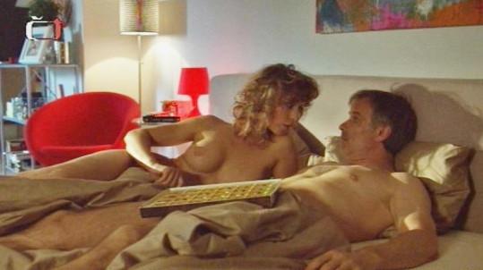 Lenka Stolařová si s Lukášem Vaculíkem zahrála postelovou scénu.