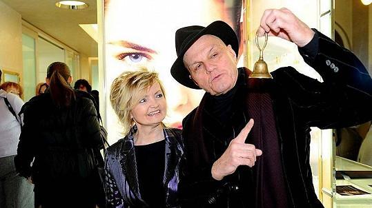 Dne otevřených dveří salónu Estée Lauder v pražské Železné ulici se zúčastnili také herečtí manželé Eva Hrušková a Jan Přeučil.