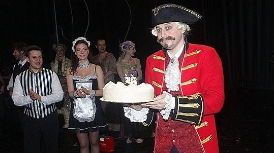 Marian Vojtko na 150. jubilejním představení muzikálu Baron Prášil oslavil narozeniny