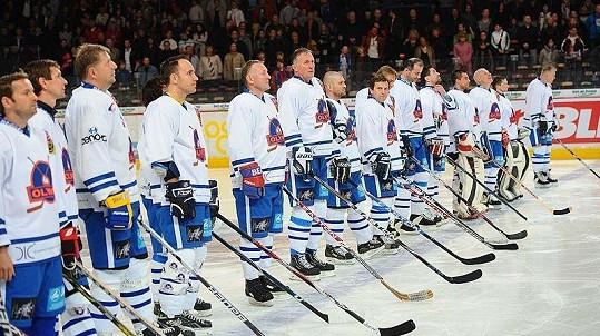 Tým HC Olymp na pražském charitativním hokejovém utkání proti ruskému týmu Pod Flagom Dobra