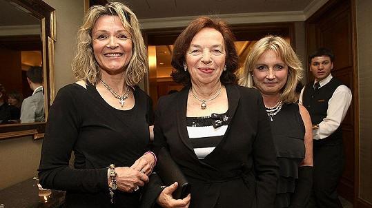 Livia Klausová s návrhářkami na módní show E.daniely