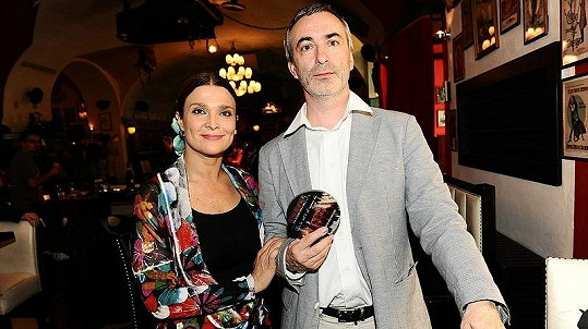 Mahulena Bočanová a Petr Vacek, patron občanského sdružení Letní dům, kterému poputuje výtěžek z CD