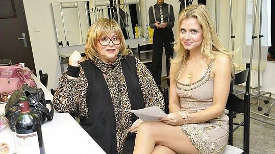 Lucie Koňaříková Salamé a Naďa Urbánková na charitativní akci v Jaroměři