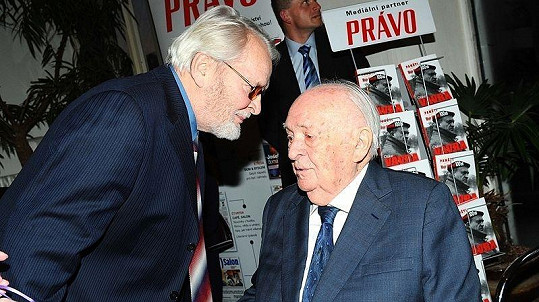 Mezi gratulanty byl i představitel majora Zemana Vladimír Brabec.