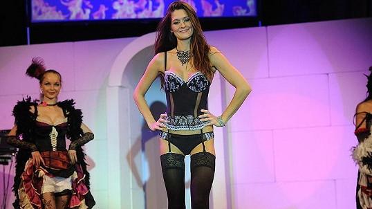 Petra Faltýnová v prádle předvádí jen za tučný honorář.